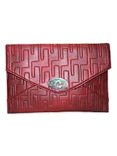 Textured Leatherette Clutch - Moda Desire