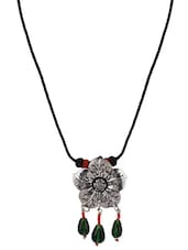 Beads Embellished Etched Flower Pendant Necklace - Patootie