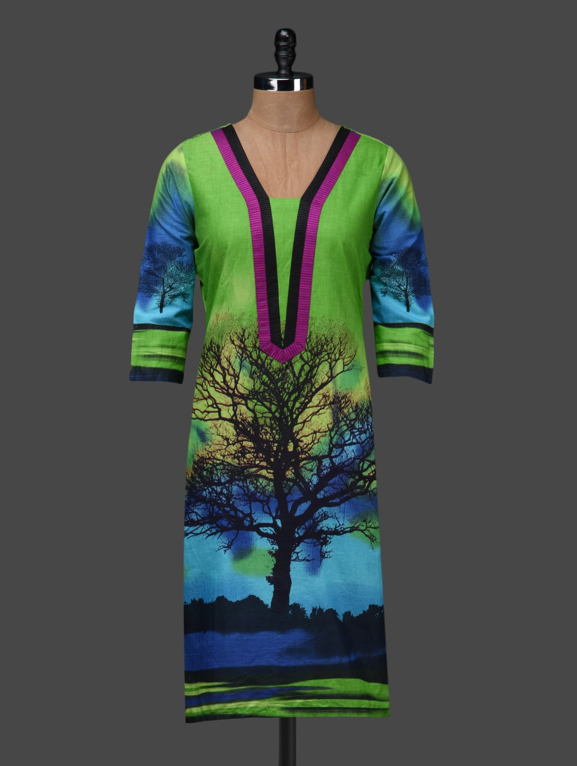 Green Quarter Sleeves Tree Printed Kurta - Shakumbhari
