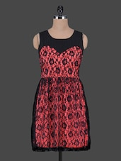 Red & Black Sleeveless Lace Flare Dress - Aussehen