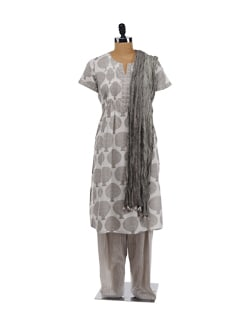 Grey printed kurta with salwar and wrinkled dupatta - KILOL