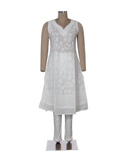 Ethnic White Sleeveless Chikankari Kurta - Ada