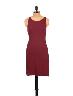 Sleeveless Dress With A Catchy Back - Vvoguish
