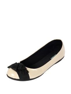 Elegant Off-White Ballet Flats - CATWALK