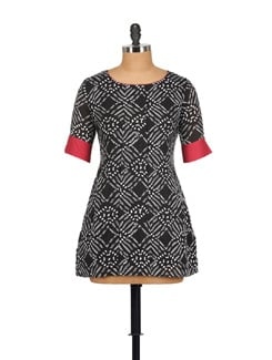 Printed Black Kurta With Red Cuffs - Pehraan