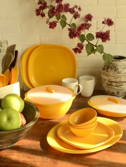 Yellow Dinner Set Of 34 Pieces - TRUST And GUESS