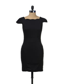 Cap Sleeved Black Dress - TREND SHOP