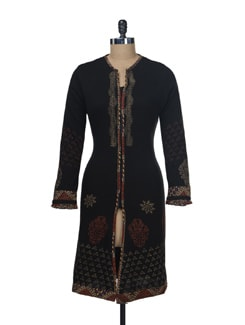 Black Woollen Kurta With Delicate Work - Paislei