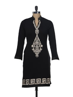 Woollen Kurta With An Embroidered Motif - Paislei