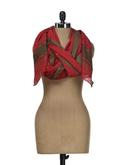 Handwoven  Dupatta In Red And Green - MAKU