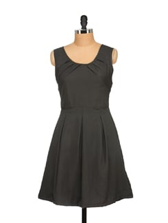 Stylish Black Pleated Dress - Tapyti