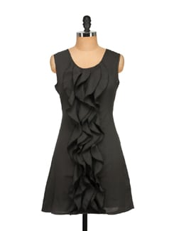 Ruffled Black Sleeveless Dress - Tapyti