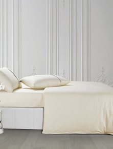 Luxe Off-White Bedsheet With Pillow Covers - Oxford