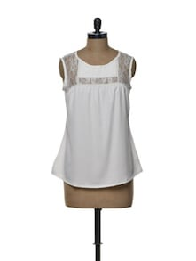 Lace Yoke Top In Pristine White - Tapyti
