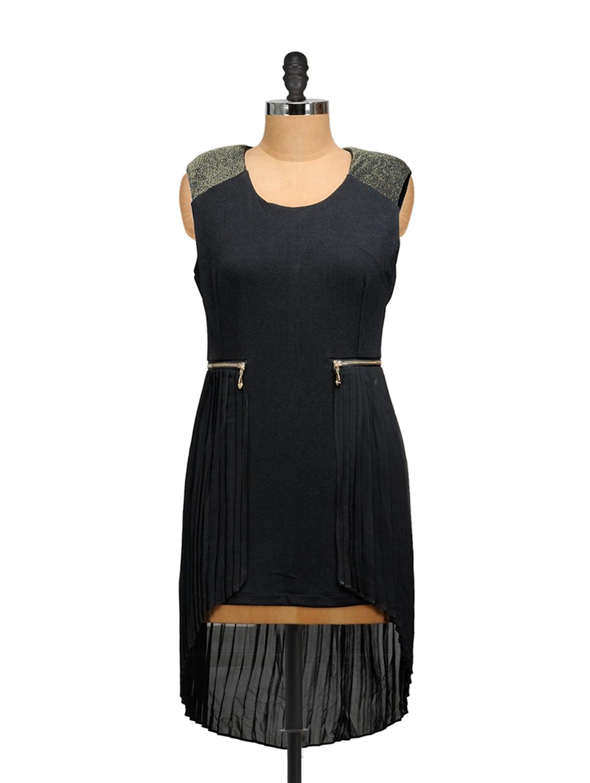 Black Dress With Shoulders Detailing - Salt