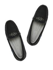 Black Loafers With Metal  Embellishments - La Briza