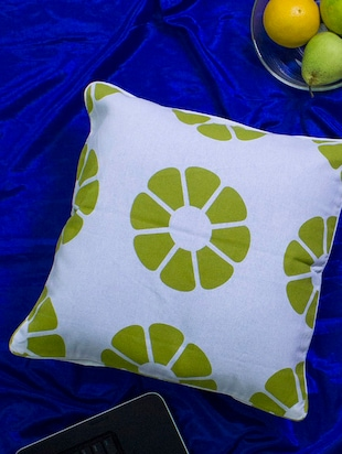 Set of 2 white base lemon print cushion covers