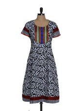 Floral Black Kurta With Embroidered Patch - Tanisi