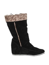Comfortable Black Boots - Stylistry