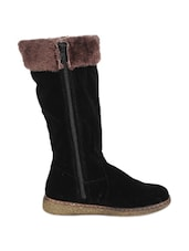 Black Boots With Fur - Stylistry