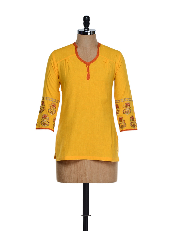 Elegant Yellow Cotton Tunic With Block Prints On The Sleeves - 9rasa
