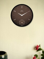 Stylish Black Wall Clock With Brown Texture - Regent