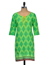 Green Three Quarter Sleeved Kurta - Yepme