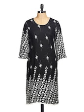 Stunning Black Kurta With White Floral Embroidery - Tissu