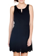 Chic Black Dress With Scalloped Hem - Pera Doce