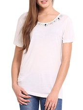 Solid White Top With Embellished Neckline - Femenino