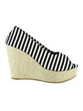 Black & White Printed Synthetic Leather Wedges - By