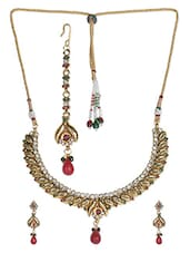 Gold Metallic Stones And Pearl Necklace Set - By