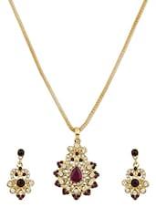 Gold Metallic Embellished Pendant Set - By - 1247871