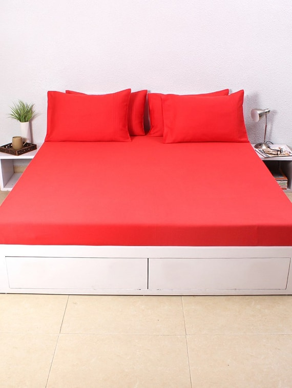 12abd66969 House This Solid 100% Cotton Sateen King Bedsheet & 4 Pillow Covers Red