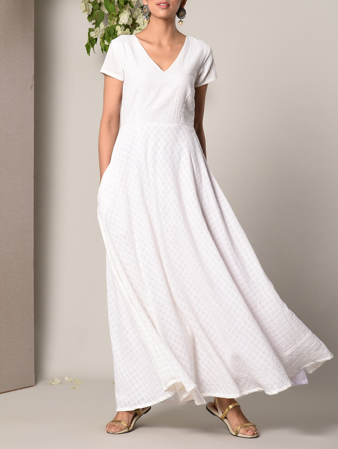 00800633904 Buy White Cotton Maxi Dress for Women from Truebrowns for ₹2428 at 19% off  | 2019 Limeroad.com