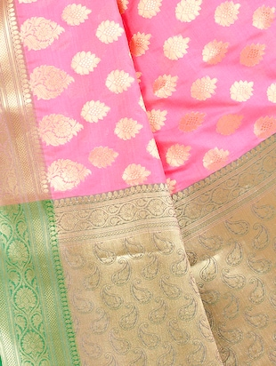 gold paisley pallu banarasi saree with blouse - 14436961 - Standard Image - 4
