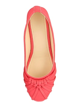 pink slip on  wedge - 15028813 - Standard Image - 4