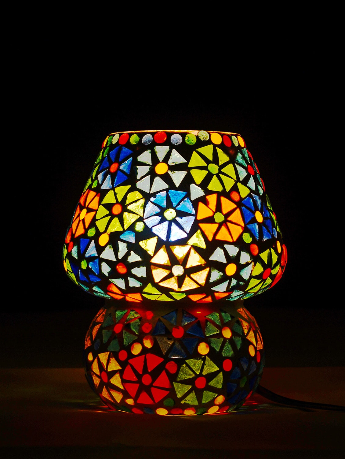 Stupendous Multicolour Mosaic Glass Table Lamp With Shades For Living Room Interior Design Ideas Clesiryabchikinfo