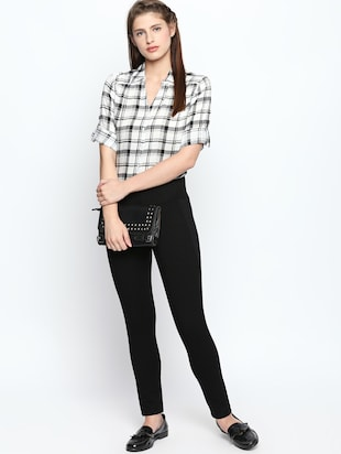 patch detail solid high rise jegging - 15615689 - Standard Image - 4