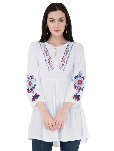 32a7c5410c8d Tunics for Women - Upto 70% Off