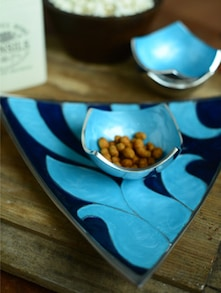 Triangular Platter With Co-ordinated Blue Bowls - Cultural Concepts
