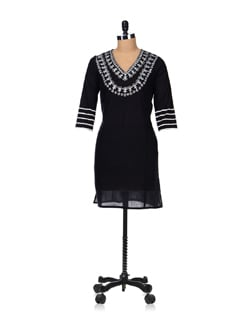 Black And White Embroidered Kurta - Vedanta