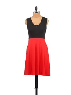Sleeveless Red And Black Front  Zipped Dress - Vvoguish