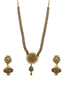 Golden Intricate Neckpiece With Earrings - Aradhyaa Jewel Arts