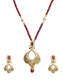 Pearl Studded Golden Necklace Set - KSHITIJ
