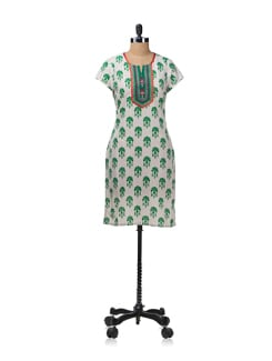 Green And White Art Nouveau Inspired Printed Kurta With 3/4th Sleeves - Aurelia