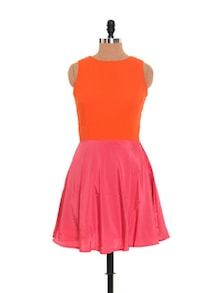 Colour Blocked Dress With Cut Out Back - Xniva