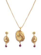 Gold Stone-studded Necklace And Earrings Set - Vendee Fashion