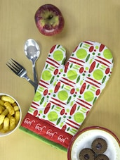 Colorful And Joyful Set Of 2 Kitchen Gloves - Home Colors