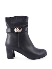 Black Boots With Metallic Buckle Closure - Balujas